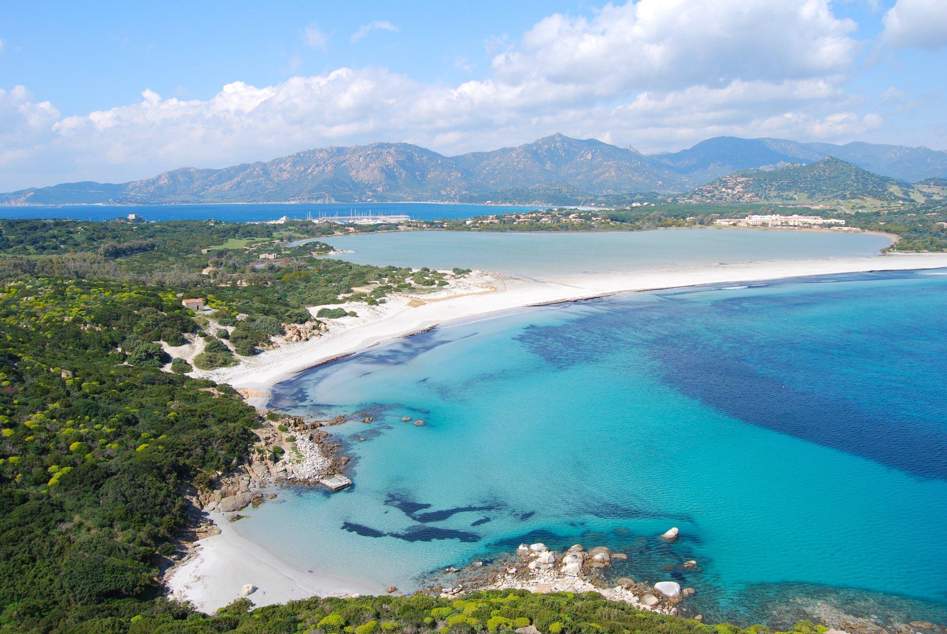 Sardinie moře a pláže