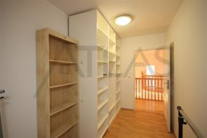 walking closet - For rent 4 bedroom, 180 sqm house Prague 6 - Nebusice