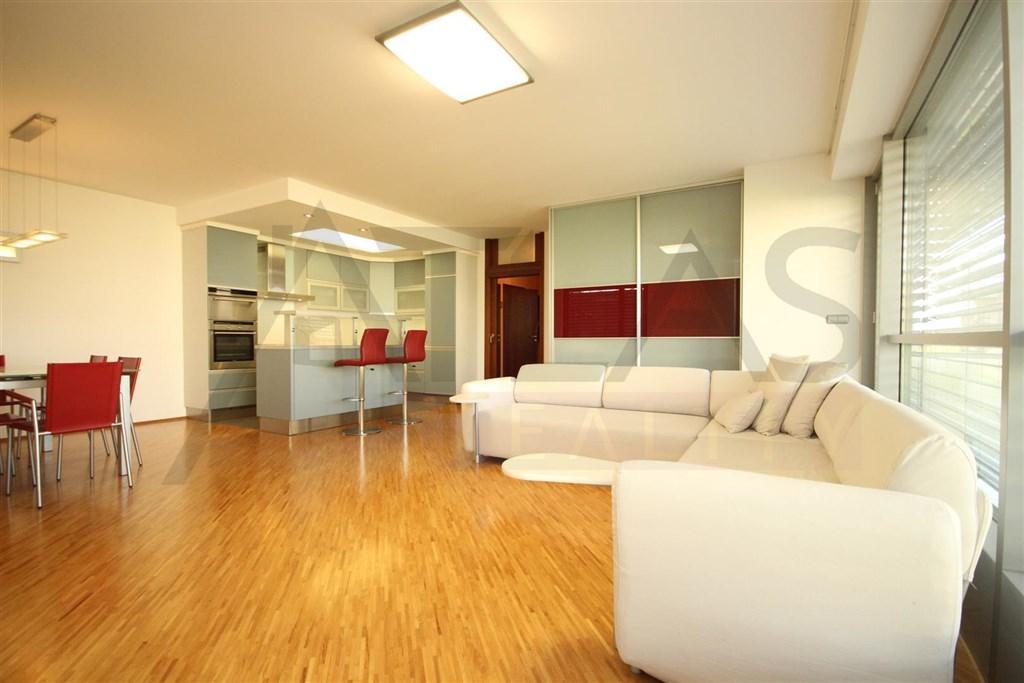 Pronájem zařízeného bytu 3+kk s balkonem a parkovacím stáním v podzemní garáži 103 m2, Praha 6 Vokovice Tibetská u metra Bořislavka