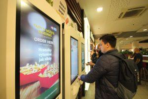 McDonald's v obchodním centru Flora v Praze