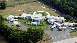 pilot a herec John Travolta domáci letiště Ocala, Florida